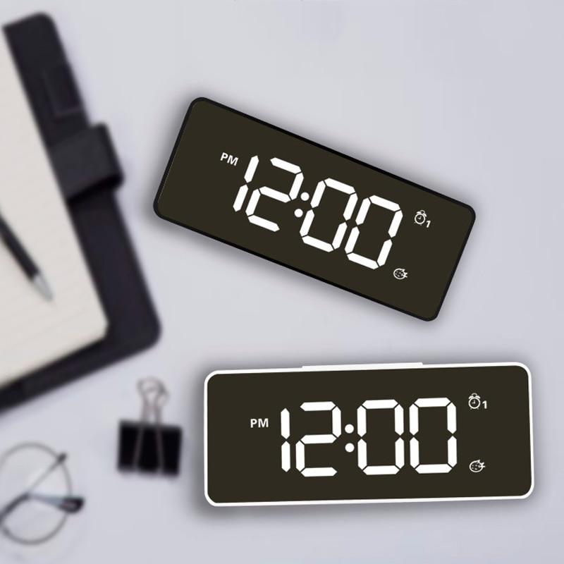 [해외]/12/24 Hours Automatical Changing Of Brightness Day/Night Table Clock LED Despertador  Music  Alarm ClockUSB charger