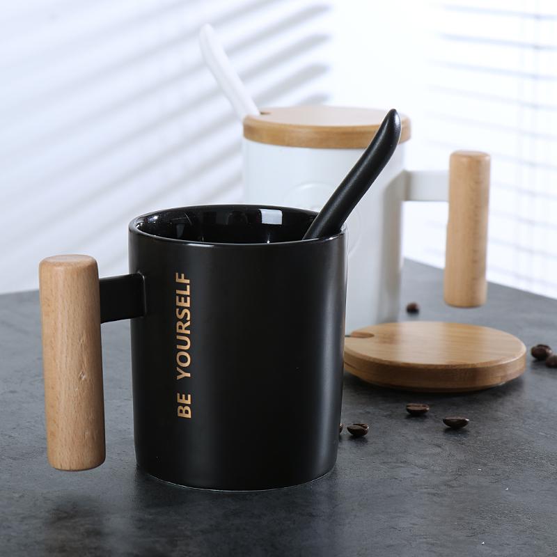 [해외]간략한 도자기 머그컵 흰색과 검정색 커피 컵 특수 나무 손잡이 머그잔 숟가락 홈 아침 밀크 컵 크리스마스 선물/Brief Ceramics Mugs White and Black Coffee Cups Special Wooden Handle MugsLid Spoon