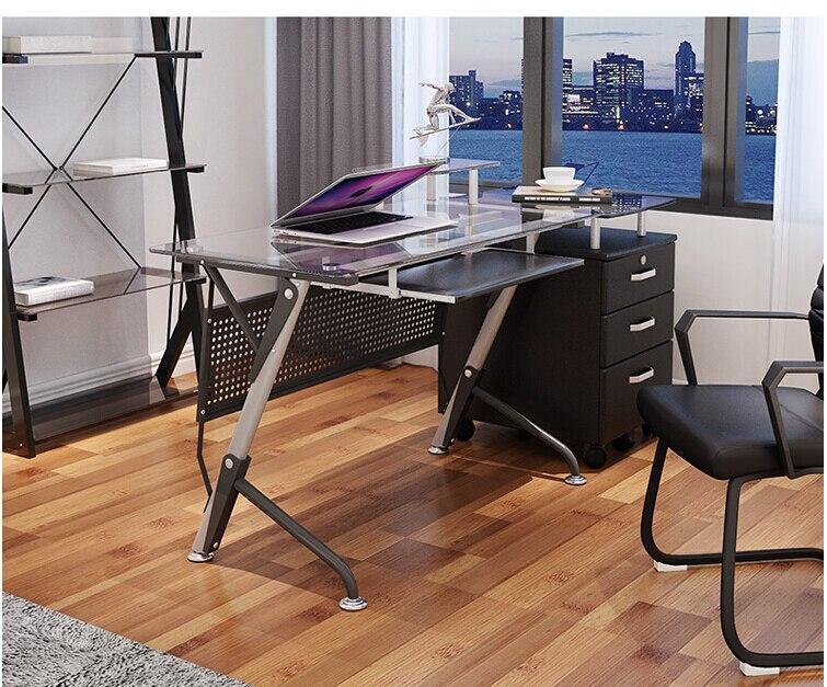 컴퓨터 책상. 계약 및 현대 강화 유리. 데스크탑 홈 데스크